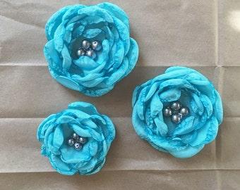 Aqua silk flower hair clip. Aqua hair accessory. Blue flower hair clip. Blue hair clip. Aqua blue flower clip. Formal hair accessory.
