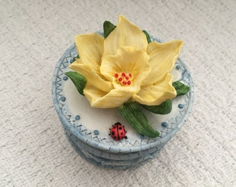 Daffodil Trinket Box, Linda Grayson artist, February Treasure Box, Hand Made Box Printwick Papers, 1st Edition #TB008, Daffodil Box