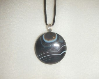 Round Black Onyx Agate pendant (JO315)