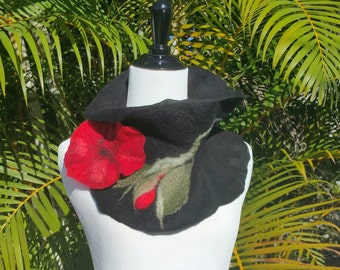 Felted Black and Red Scarf with Felt Poppy Flower Pin. Soft Wool Ruffled Collar. Art to Wear Neckpiece. Unique Boho Felted Collar.