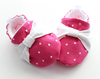 fuschia pindots with knots, Soft Sole Baby Shoes, Fabric Baby Booties girls
