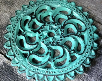 204 - Trivet -Cast Iron -Round -Kitchen Decor - Shabby Chic - Seaglass - Distressed