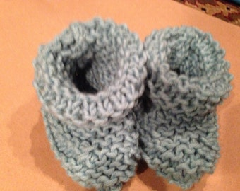 Baby booties, Newborn booties, knit, baby slippers, stay on baby booties, baby shoes,