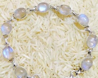 Moonstone  bracelet set in sterling silver (92.5).Natural moonstones.Adjustable length with lobster clasp.