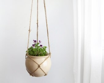 Beige Crackle Glaze Pottery Hanging Planter | Vintage Raw Jute Macrame Plant Hanger and Ceramic Pot Holder | Modern Home Decor