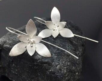 Long Stem Flower Silver Earrings,Matte Silver Earrings,Silver,Dangle Silver Earrings,925 Sterling Silver,Handmade Jewelry,Thai Silver,Gifts