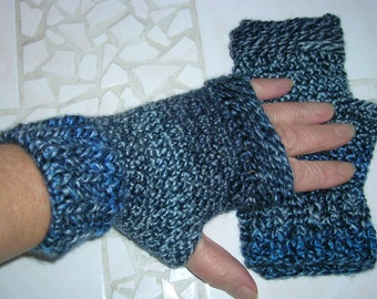 fingerless gloves/hand warmers