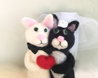 Needle felted Black and White wedding cake topper black and white cats cake topper needle felted animal cake topper cat soft sculpture heart