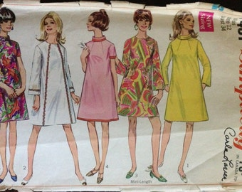 Simplicity 7431 - 1960s Demi Tent Dress with Jewel Neckline or Bias Rolled Collar in Above Knee Length - Size 12 Bust 34