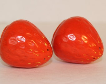 Vintage Strawberry Salt and Pepper Shakers, Kitchen Collectible