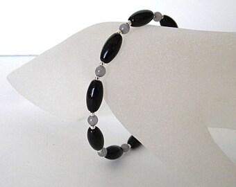 Black bracelet for her, dainty bracelets for women, everyday bracelet, classic bracelet, small bracelet, simple beaded bracelet