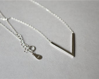 Silver V arrow necklace, thin chain 925 sterling silver necklace with extender (XL75)