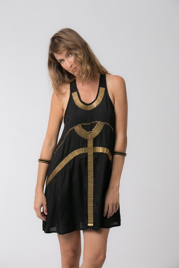Long black tunic dress - METD Feel the latest fashion vibes with this futuristic black dress! It is a gorgeous model that combines style, uniqueness and comfort in one garment. Steam punk lovers will recognize themselves in this black beauty - just pair it with some cool heels and.