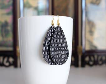 Minuit noir cuir boucles d'oreilles crochets en argent, plaqué or crochets, bijoux faits main, boucles d'oreilles fait main