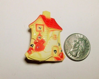 RARE There Was an Old Woman Who Lived in a Shoe Celluloid Pin from 1920s/1930s