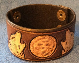Two Wolves Howling Leather Cuff