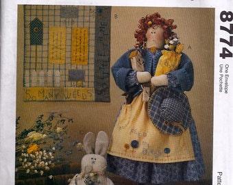 Garden Doll, Quilt and Bunny Pattern - Patron poupée jardinière, couette et lapin - McCall's no 8774