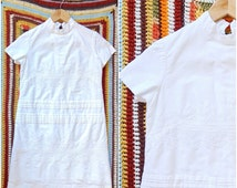 1960/70's Mock Neck Embroidered Shift Dress / XS-SM