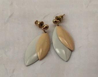 Vintage earrings, mod earrings, 1960s, 19702, beige and white, pierced earrings