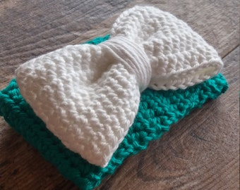 White Bow on a Green Cup Cozy