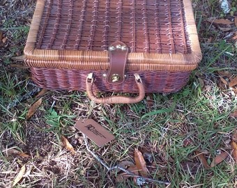 Vintage Basket, Picnic Basket, Farmhouse Decor, Rustic Decor, Kitchen Storage, Display item
