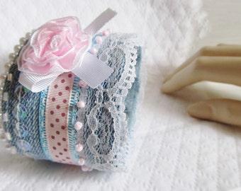 Pulsera puño(titular) en jean bordado(adornado) y adornado con perlas - Pulsera en Denim bordado(adornado) - pulsera Ancha vintage