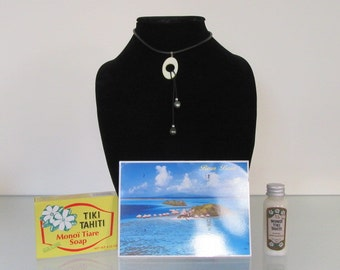Tahitian 2 Black Pearls hung on Mother of Pearl Pendant