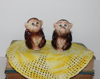 Vintage Chimpanzee Made in Japan Salt and Pepper Shakers Monkeys