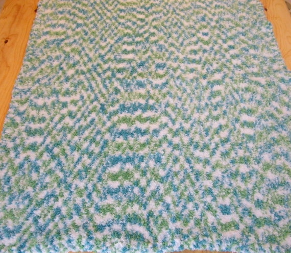 Knitting Pattern Crib Blanket : Crib/Floor blanket. hand knit baby blanket. gift for babies.