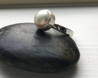 Pearl Ring with Hammer textured silver band