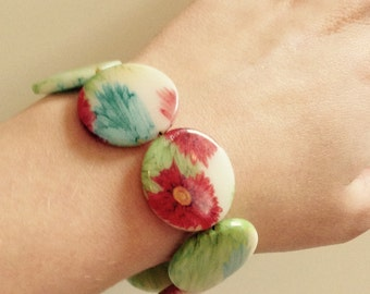 Colourful flower beaded bracelet