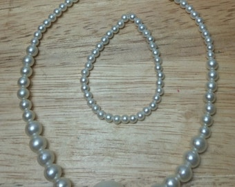 Doll pearl necklace
