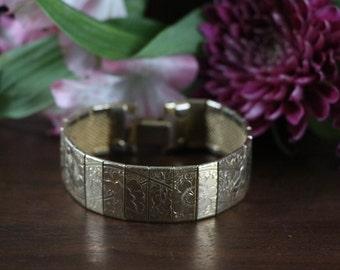 Vintage Goldtone link bracelet with etched flowers