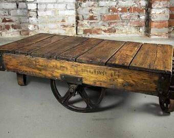 articles similaires jeu de roulettes table basse chariot industriel sur etsy. Black Bedroom Furniture Sets. Home Design Ideas