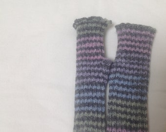 Pastel gray fingerless gloves