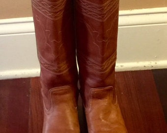 vintage frye campus boots with embroidery size 8-1/2