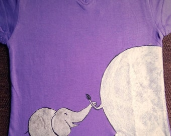 AP0010 - A cute hand painted tee with an elephant along with it's baby.