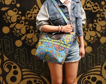 Shoulder Bag With Canvas Screen Fabric