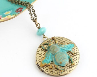 Bee Locket Necklace - Brass Locket - Etched Brass Locket - Honey Bee Jewelry - Patina Locket - Nature Jewlery - Girlfriend Gift