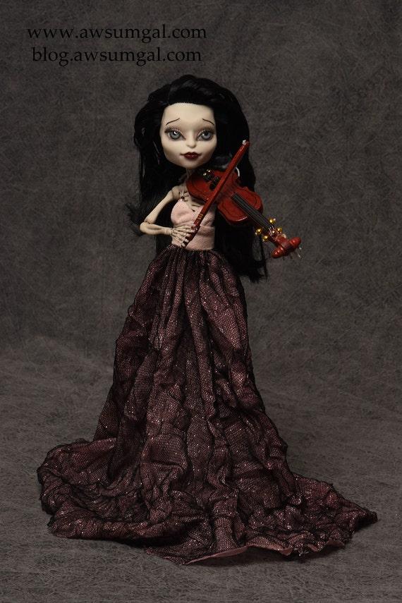 Esmeralda - Hauntingly Beautiful Monster High Skelita Repaint and Redress by awsumgal