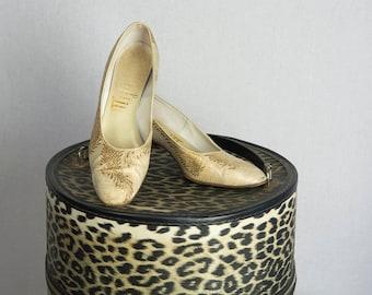 Vintage 60s Gold Brocade Heels Sz 7 Shoes Pumps