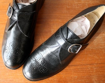 vintage buckle oxfords 6.5 / womens black brogues / black leather shoes
