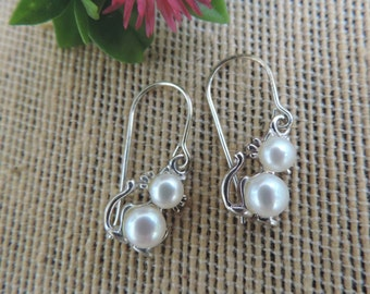 Vintage Cat Earrings with White Pearls