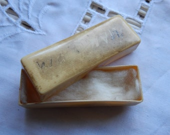 Early Celluloid or French Ivory Stickpin Box