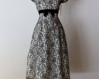 Vintage 1950s Black and White Lace Cocktail Party Dress Size Large ~ Vintage 50's White Dress With Black Lace Overlay Waist 30