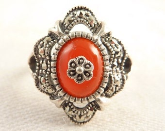 Size 8.5 Vintage Sterling and Marcasite Oval Carnelian Ring
