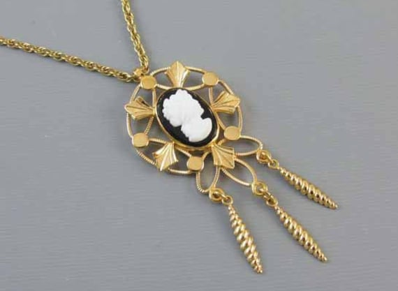Vintage gold filled black and white glass cameo fringe tassle drop pendant necklace j210