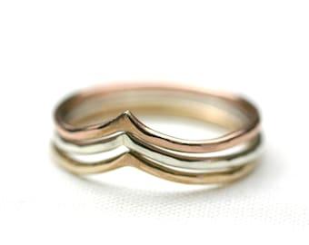 Chevron Stacking Rings set - Peek ring - Point ring - Light weight - Hammered -mixed metals stacking chevron ring, V ring