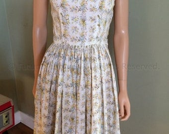 1950s Lovely Floral Print Cotton Sundress Fitted Bodice with Pleated Skirt-XS S