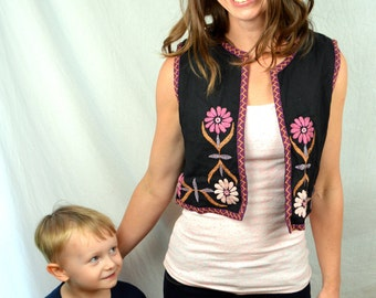 Vintage 80s Embroidered Floral Pretty Summer Hippie Vest